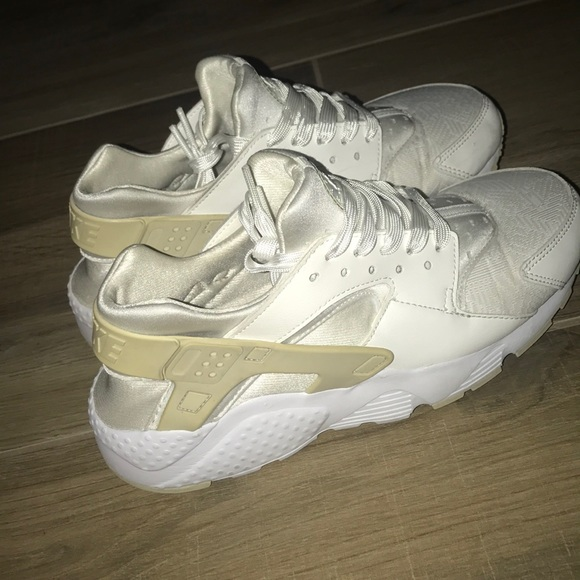 reputable site 9d140 2681d Nike Air Huarache Women's Shoe